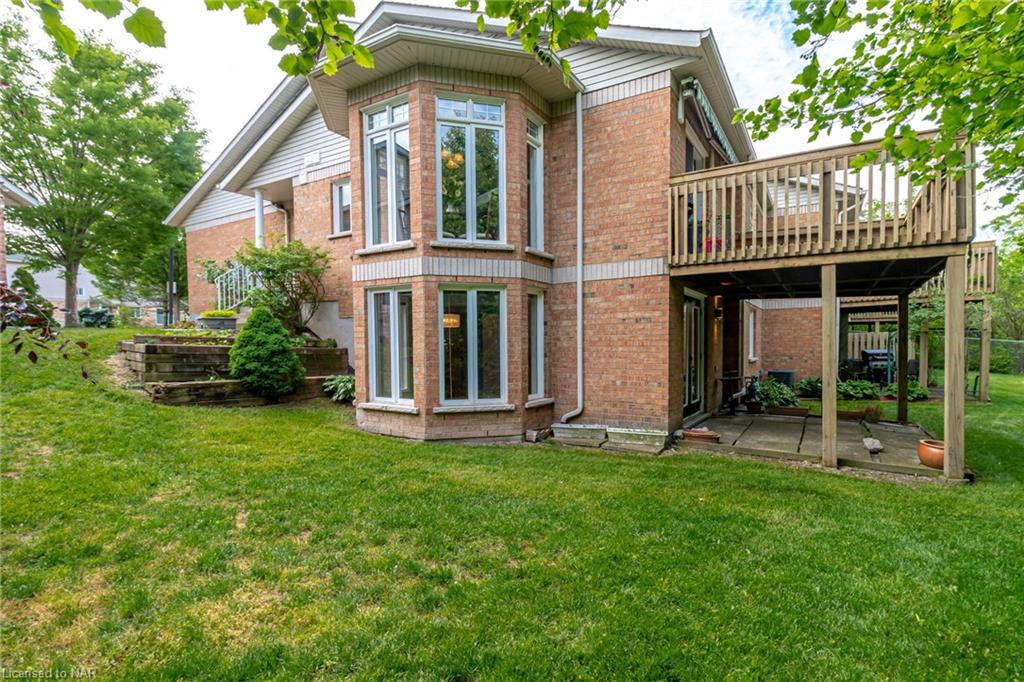 <h3>$599,900</h3><p>53 Bunting Road #16, St. Catharines, Ontario</p>