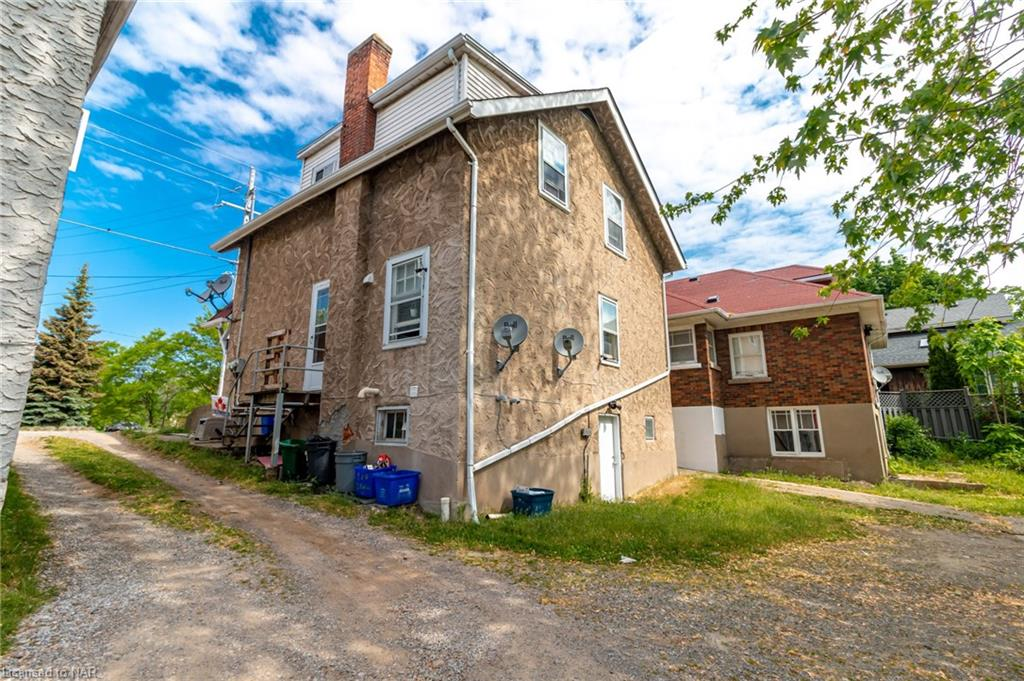 176 Niagara Street, St. Catharines, Ontario  L2R 4L9 - Photo 2 - 40121125