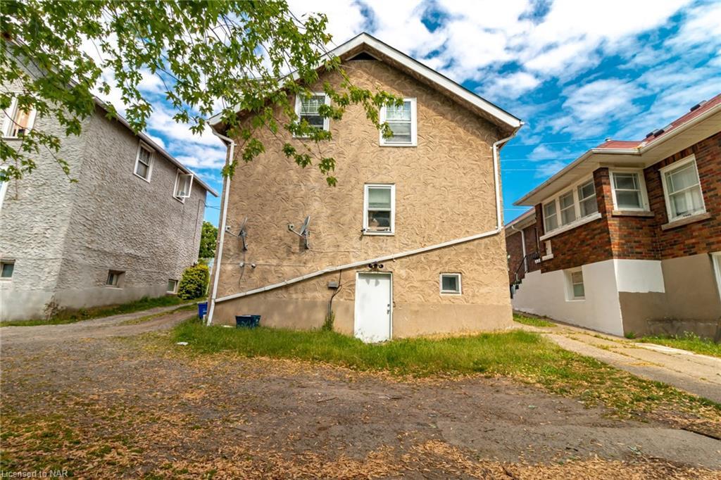 176 Niagara Street, St. Catharines, Ontario  L2R 4L9 - Photo 4 - 40121125