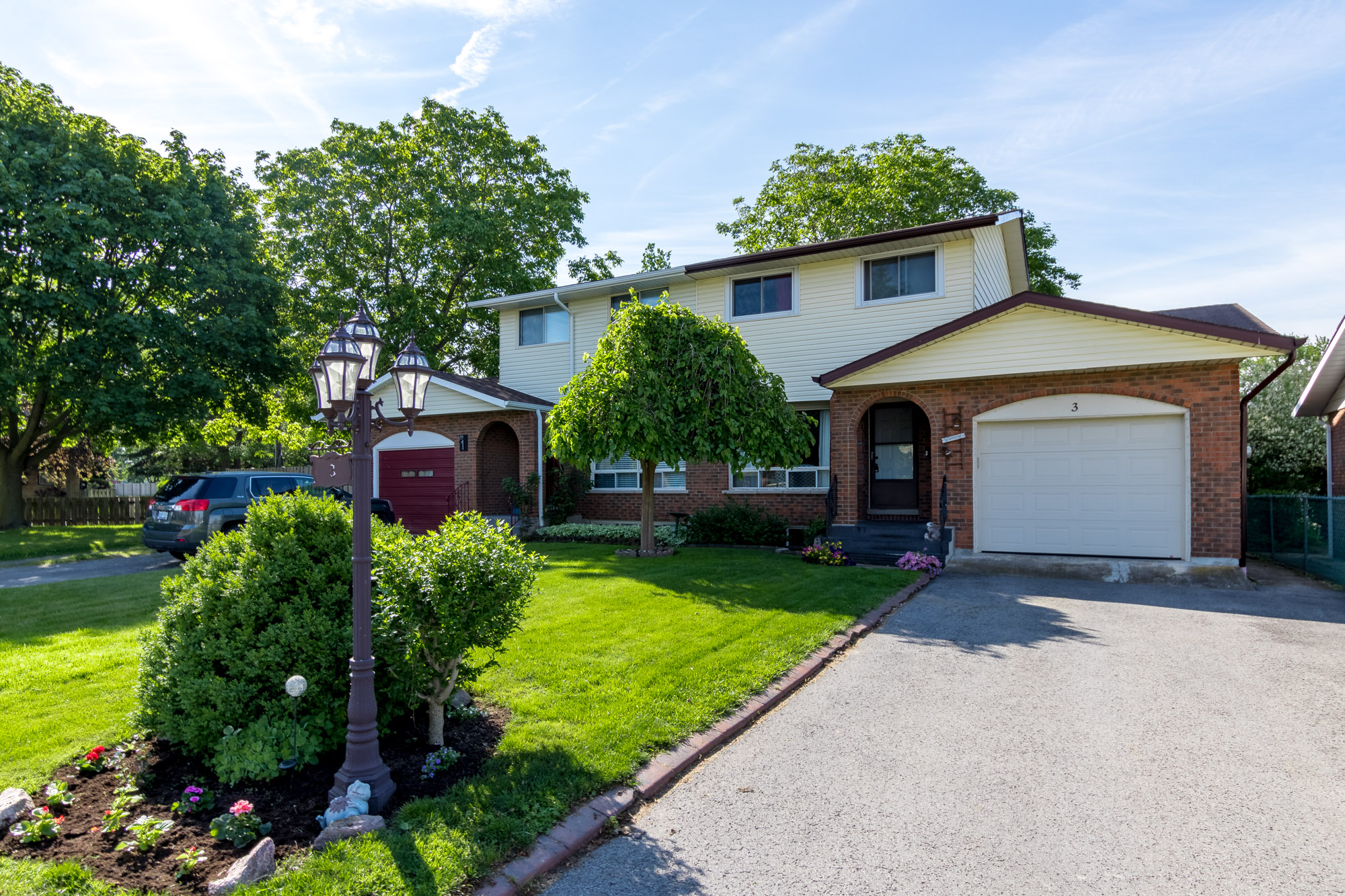 <h3>$319,900</h3><p>3 Westfield Drive, St. Catharines, Ontario</p>
