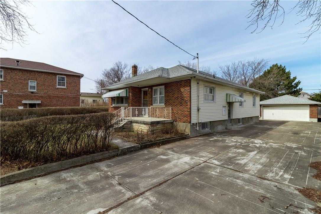 <h3>SOLD</h3><p>7 Anderson Street, St. Catharines, Ontario</p>
