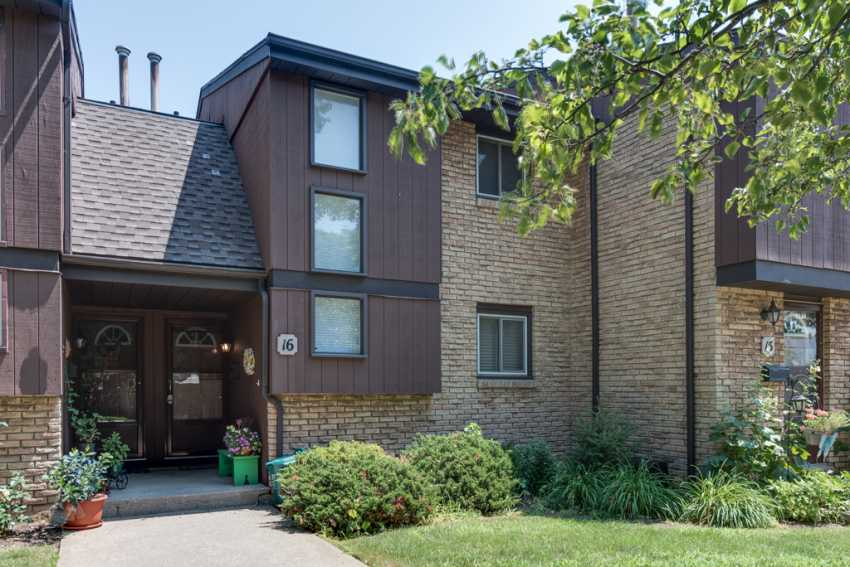 <h3>SOLD</h3><p>302 Vine Street #16, St. Catharines, Ontario</p>
